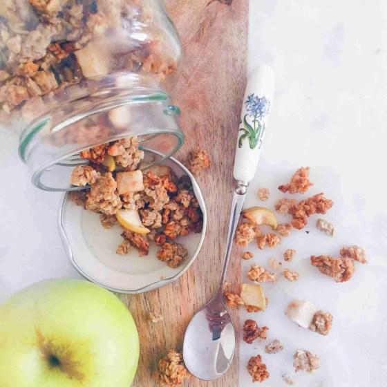 Apple Pie Healthy Homemade Granola Recipe by www.nourishyourglow.com