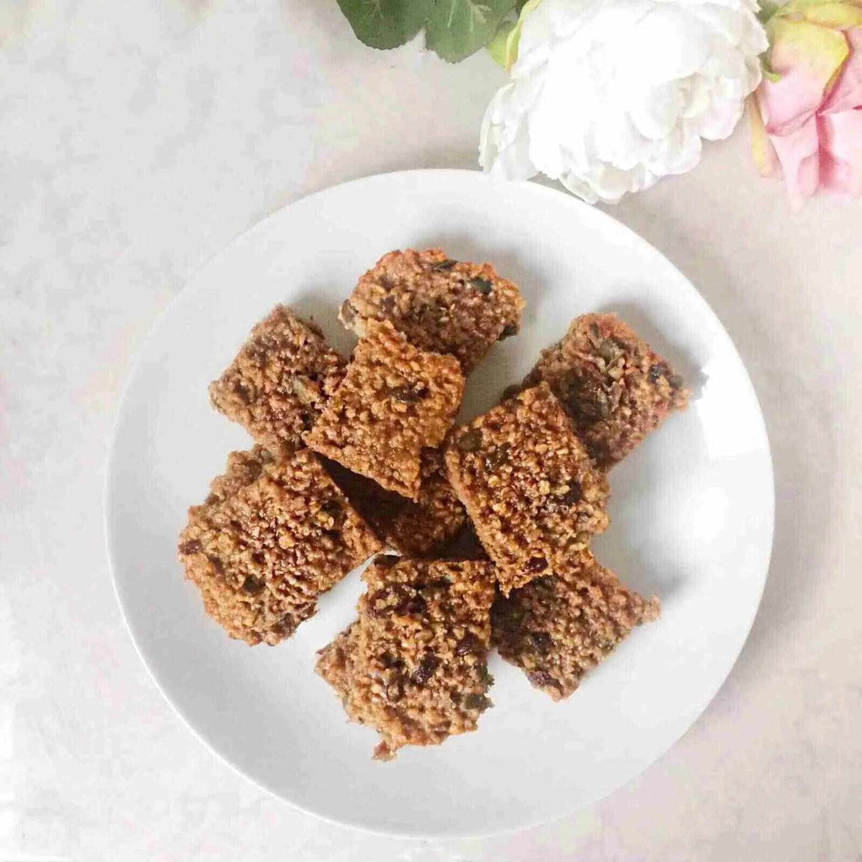 Banana and Peanut Butter Oat Bar Recipe - Gluten free + Vegan