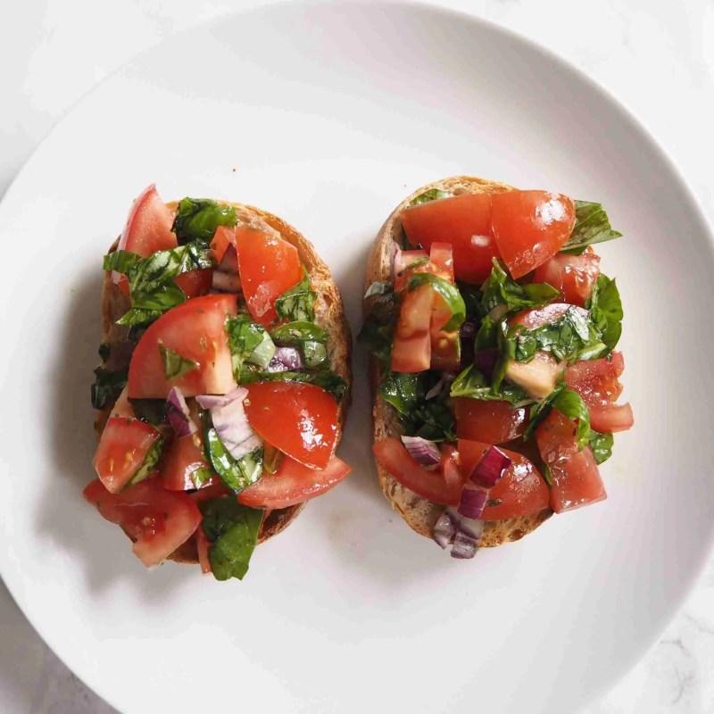 Healthy Tomato Basil Bruschetta