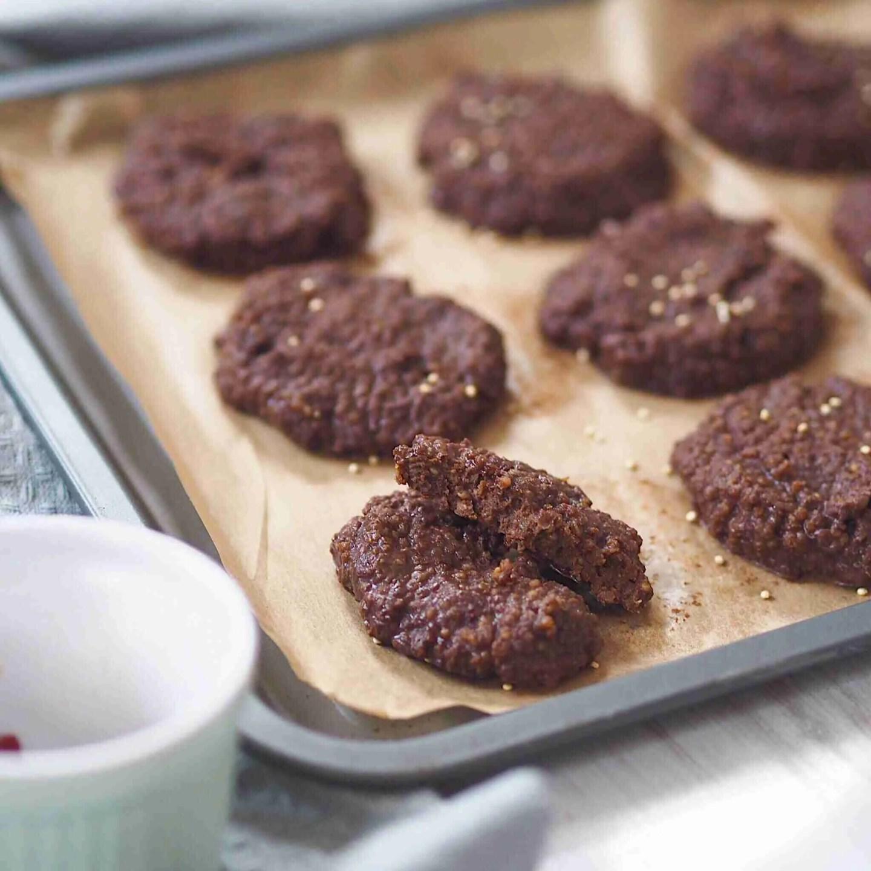 No Bake Quinoa Chocolate Peanut Butter Cookies