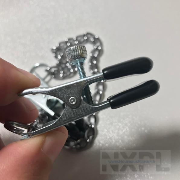 Test des pinces à seins larges et réglables avec chainette de Dèmonia - NXPL