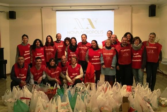 Campaña de Navidad y Reyes: reparto de comida en las calles de Barcelona
