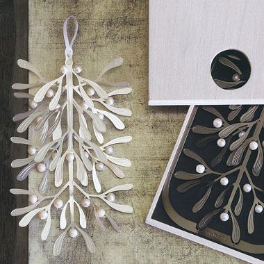 Mistletoe Holiday Wall Decor Accent NOVA68com