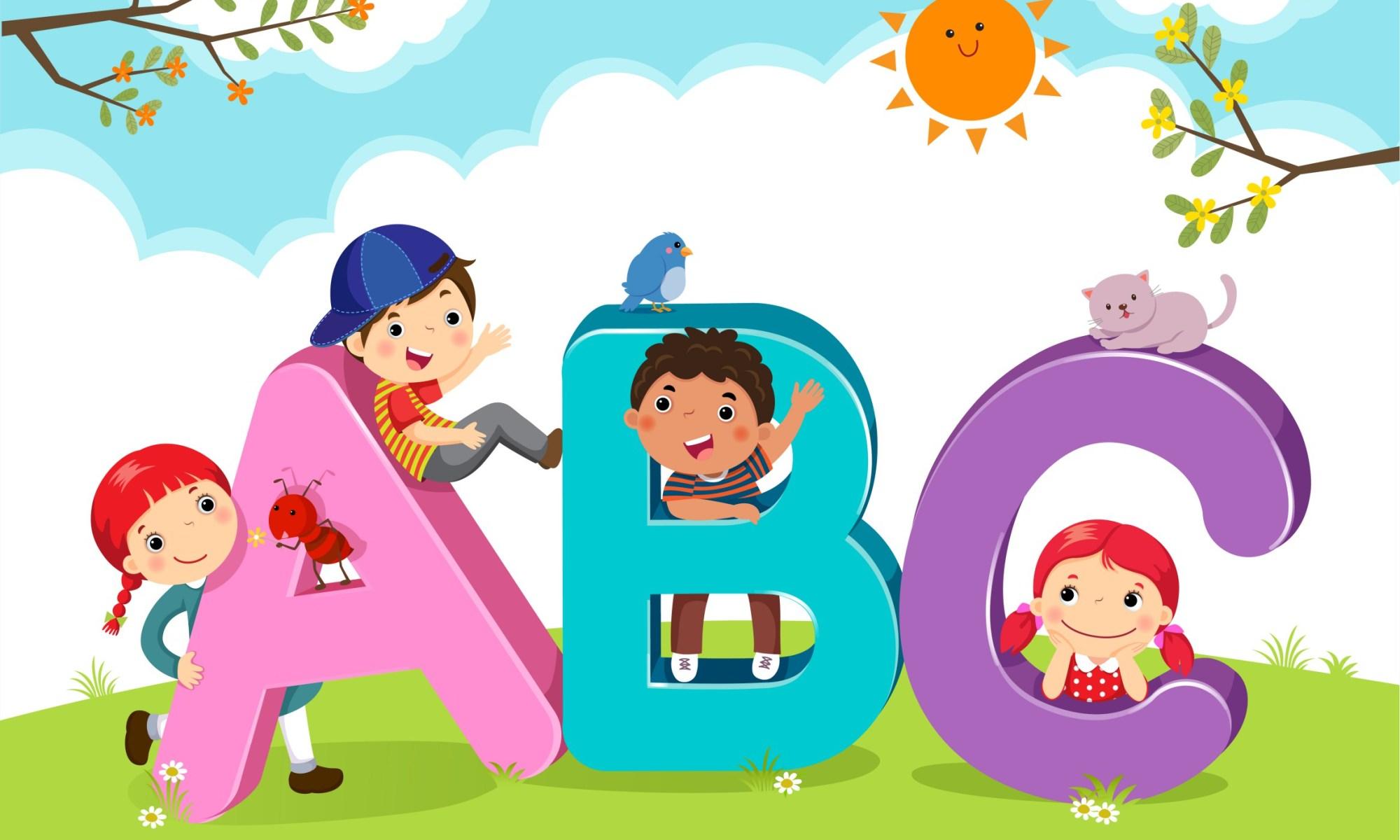 Bambini dei cartoni animati con lettere ABC