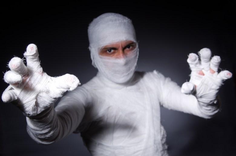 Kostium mumii na Halloween