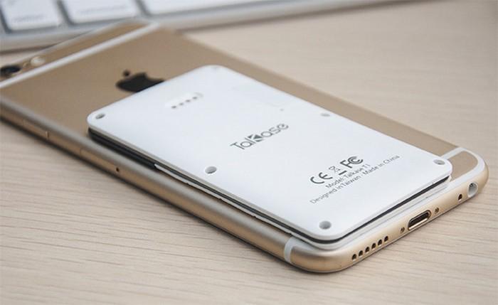 Мобильный телефон Talkase на фоне смартфона iPhone 5