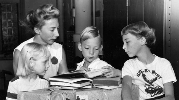 Las palabras vuelan, pero lo escrito permanece, es hora de que todas esas historias que has oído en casa queden reflejadas en algún sitio antes de que se pierdan o se distorsionen entre generaciones.