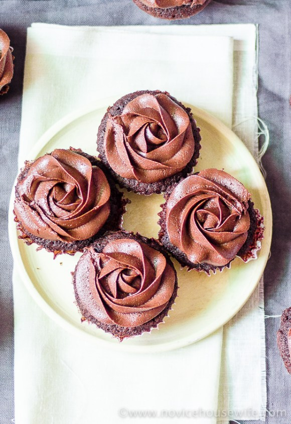 Fudgy Chocolate Cupcakes with Chocolate Fudge Frosting | The Novice Housewife