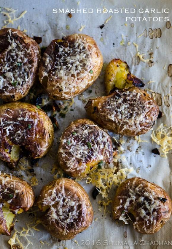 Smashed roasted garlic potatoes | The Novice Housewife