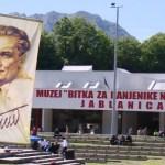 Karanfili spušteni u Neretvu, obeležena godišnica Bitke za ranjenike