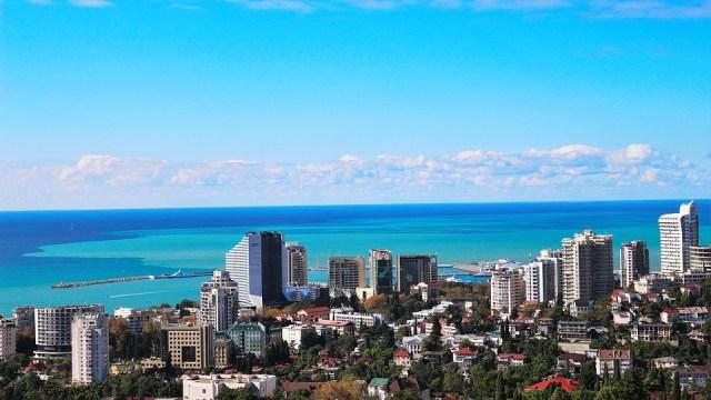 Gradonačelnik Sočija nudi posebne uslove za građane Srbije: Dan letovanja 15 €