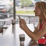 """Od gledanja u mobilni i tablete ljudima je počeo da izrasta """"rog""""!"""