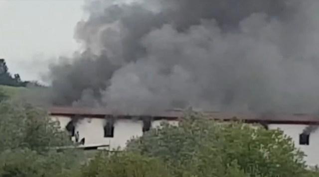 Požar u migrantskom centru u BiH, 29 povređeno (VIDEO)