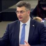 Plenković razgovarao sa Pupovcem: Vlada osudila sve incidente