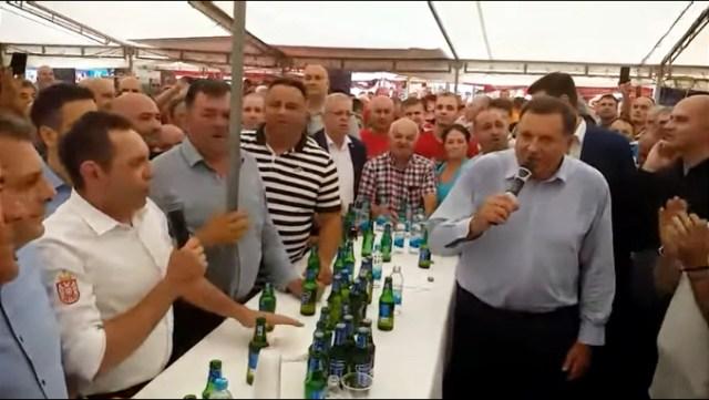 Dodik i Vulin na borbi bikova