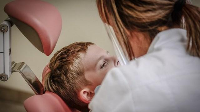Stomatolozi dečaku izvadili 526 zuba iz vilice! (VIDEO)