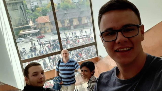Borani blokirali kapiju topionice i sedište Borskog okruga: Vrši se zločin nad građanima