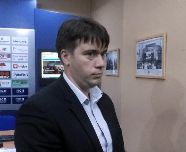 Izvršitelji Miljana Trajkovića (godišnje zarađuje MILION evra), upadaju po mraku sa kapuljačama na glavi, prete detetu biber sprejom i maltretiraju domaće životinje
