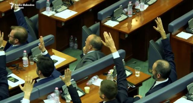 Kako Srpska lista istovremeno ima ministre i ne podržava Vladu Kosova