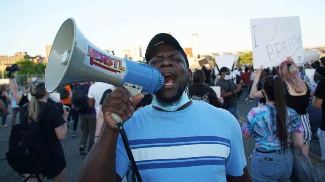 """Pokret """"Ne mogu da dišem"""" širom SAD nakon ubistva u Mineapolisu"""