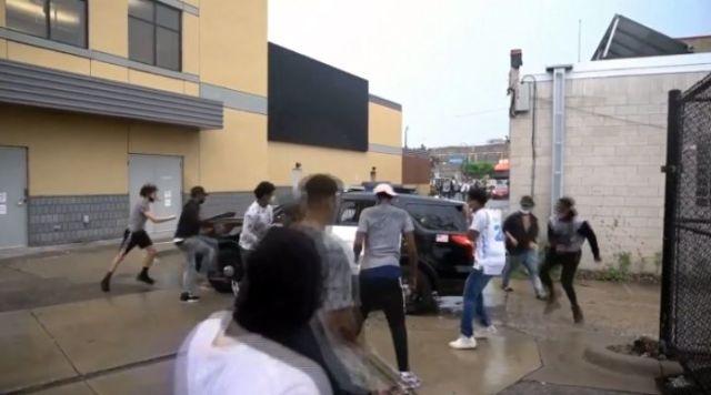 Smrt Afroamerikanca izazvala nasilje u Mineapolisu, pozvana Nacionalna garda