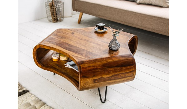 table basse design en bois massif verni
