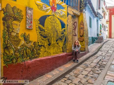 Bogota. Uliczka ozdobiona kolorowym graffiti