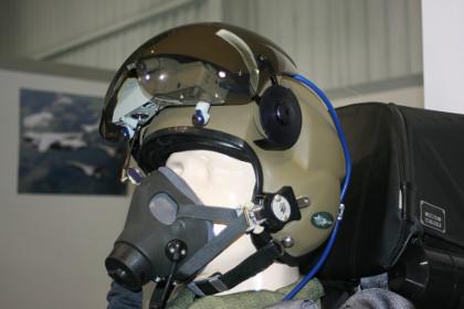 Hełm ZSz-10 wraz z maską KM-36M / Źródło: mycity-military.com