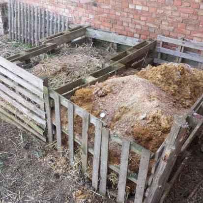 Kompostbox vom laufenden Jahr und vom Vorjahr
