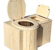 """Komposttoilette """"Der Schmetterling"""" · aus Fichte, lackiert · Sitz links · Foto: Toilettenbrille und Einstreubehälter offen"""