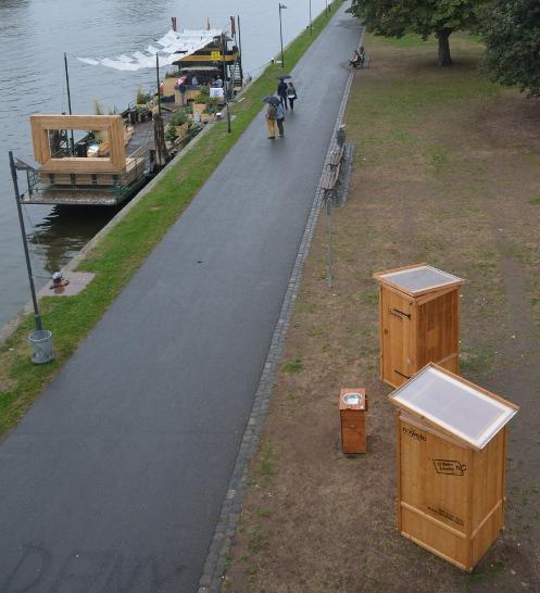 Toiletten und Handwaschbecken für eine Veranstaltung am Frankfurter Uferpromenade