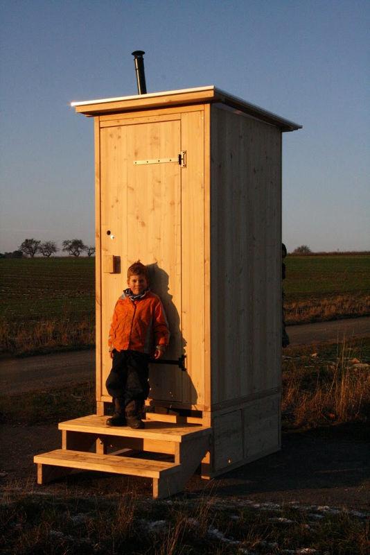 Toilettenhaeuschen Wald-Kompakt aus Laerche mit Biolan eco und Option: Podestverkleidung