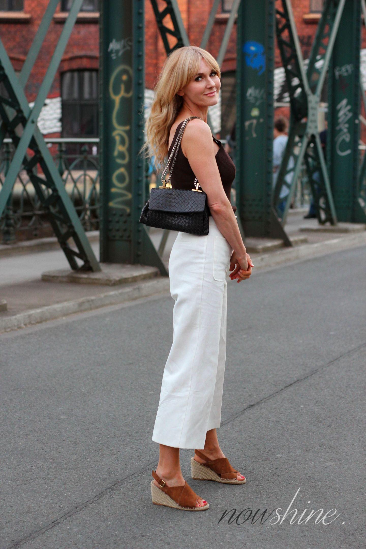 H&M Premium Sandalen mit Keilabsatz in Cognac - Nowshine ü40 Fashion Blog