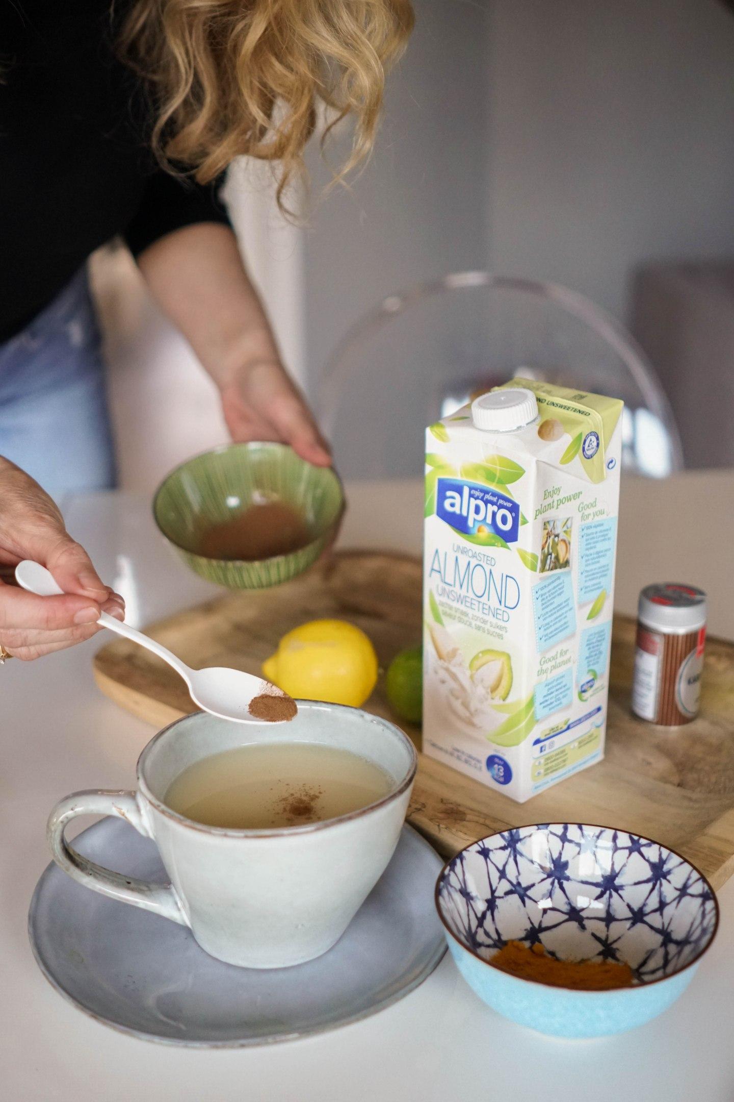 Alpro 30 Tage Challenge-Rezept Tee mit Alpro Mandeldrink Zimt und Kardamom-Nowshine Lifestyle Blog-Ernährung-Zuckerbewusstsein