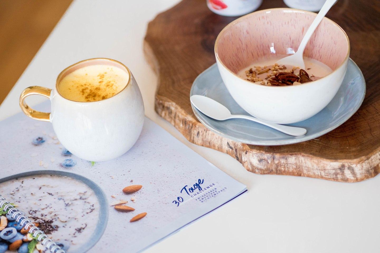 30 Tage Challenge-Joghurtalternativen von Alpro zuckerfrei oder weniger gesüßt-Kurkuma Latte mit Mandeldrink