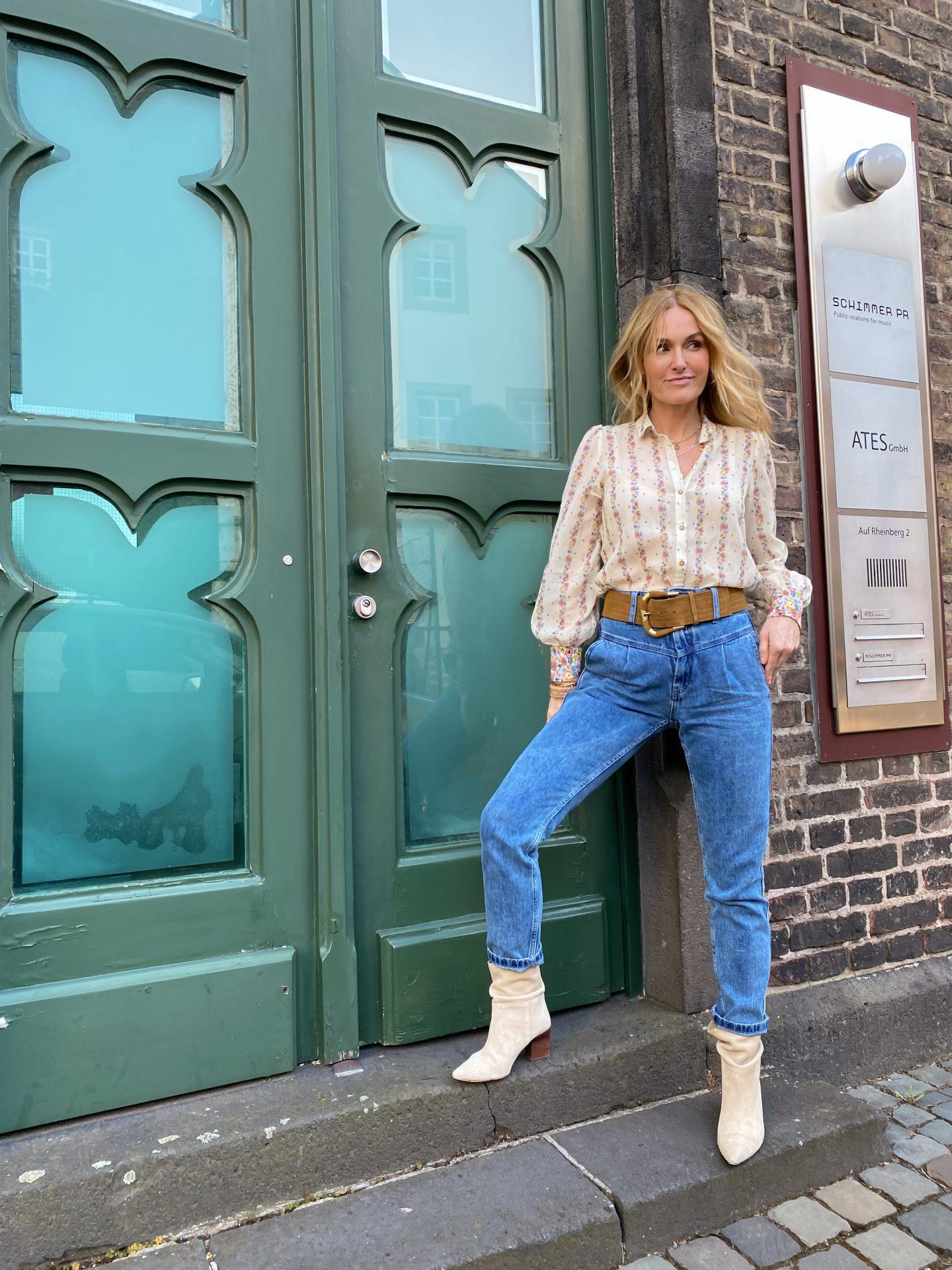 Sézane-Erfahrungen-Sam-Denim-Jeans-Bluse-Gürtel