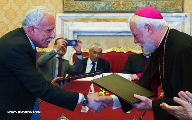 vatican-signs-treaty-with-state-of-palestine-paul-gallagher-riad-al-malki