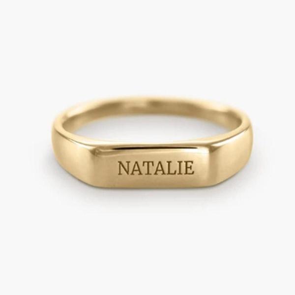 טבעת זהב סטיינלס סטיל עם חריטה