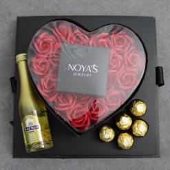 קופסת פרחים עם שמפניה ופררו