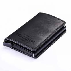 ארנק כרטיסים שחור עם חריטה