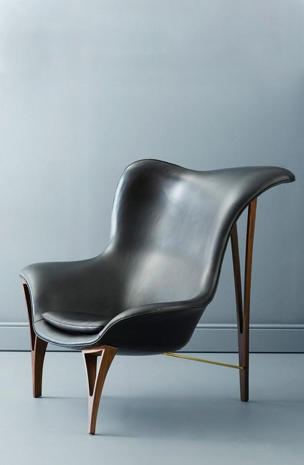 Lænestol i valnød og sort læder