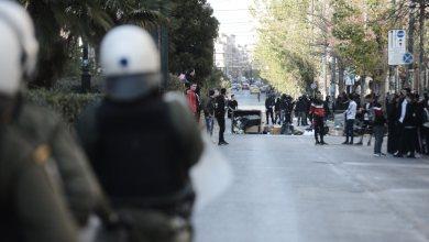 Photo of Πετροπόλεμος και χημικά στην ΑΣΟΕΕ στην Πατησίων