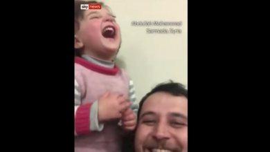 Photo of Συγκινητικό: Έξω πέφτουν βόμβες και ο πατέρας της λέει πως είναι παιχνίδι