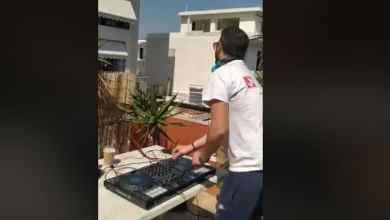 Photo of Αγρινιώτης DJ στην ταράτσα του σπιτιού του, ξυπνά τη γειτονιά με τον ύμνο του ΠΑΣΟΚ! (Βίντεο)