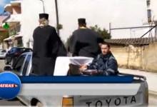 Photo of Κομβόϊ από παπάδες στο Αίγιο πάνω σε αγροτικό έκαναν αγιασμό στους δρόμους για να διώξουν…τον κορωνοϊό!