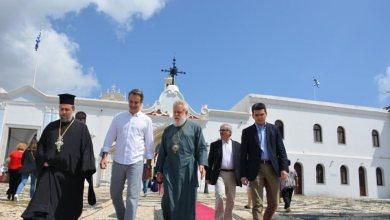 Photo of Ο Κυριάκος στην Τήνο – Προσκύνησε την εικόνα που είχε δωρίσει ο πατέρας του στον ναό Ευαγγελιστρίας
