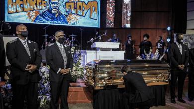 Photo of Το συγκινητικό αντίο στον Φλόιντ: «Βγάλτε το γόνατο από τον λαιμό μας»