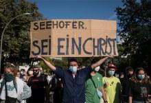 Photo of Βερολίνο: Χιλιάδες διαδηλωτές απαιτούν από την ΕΕ να δεχθεί πρόσφυγες από τη Λέσβο