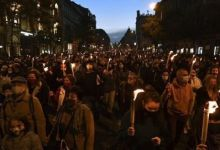 Photo of Στους δρόμους χιλιάδες φοιτητές κατά του ακροδεξιού Όρμπαν στην Ουγγαρία