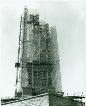 https://i0.wp.com/www.nps.gov/stli/historyculture/images/Statue-Scaffolding-Copy.jpg